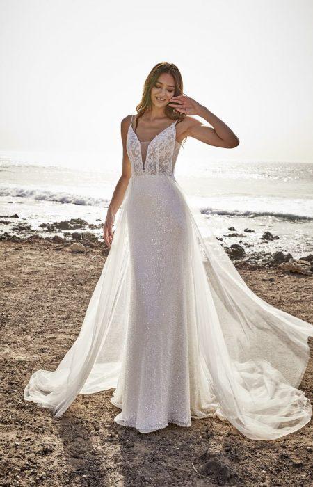 Figur betonendes Hochzeitskleid aus Spitze und Glitzer