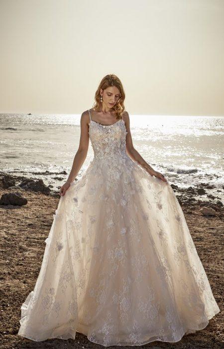 Hochzeitskleid in einer schönen A- linie und zarter Spitze in 3D Optik